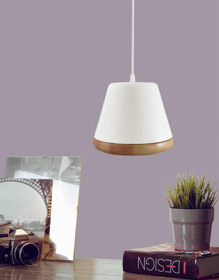 Indigo - Pendant lamp: Soggiorno in stile  di Sabrina Fossi Design