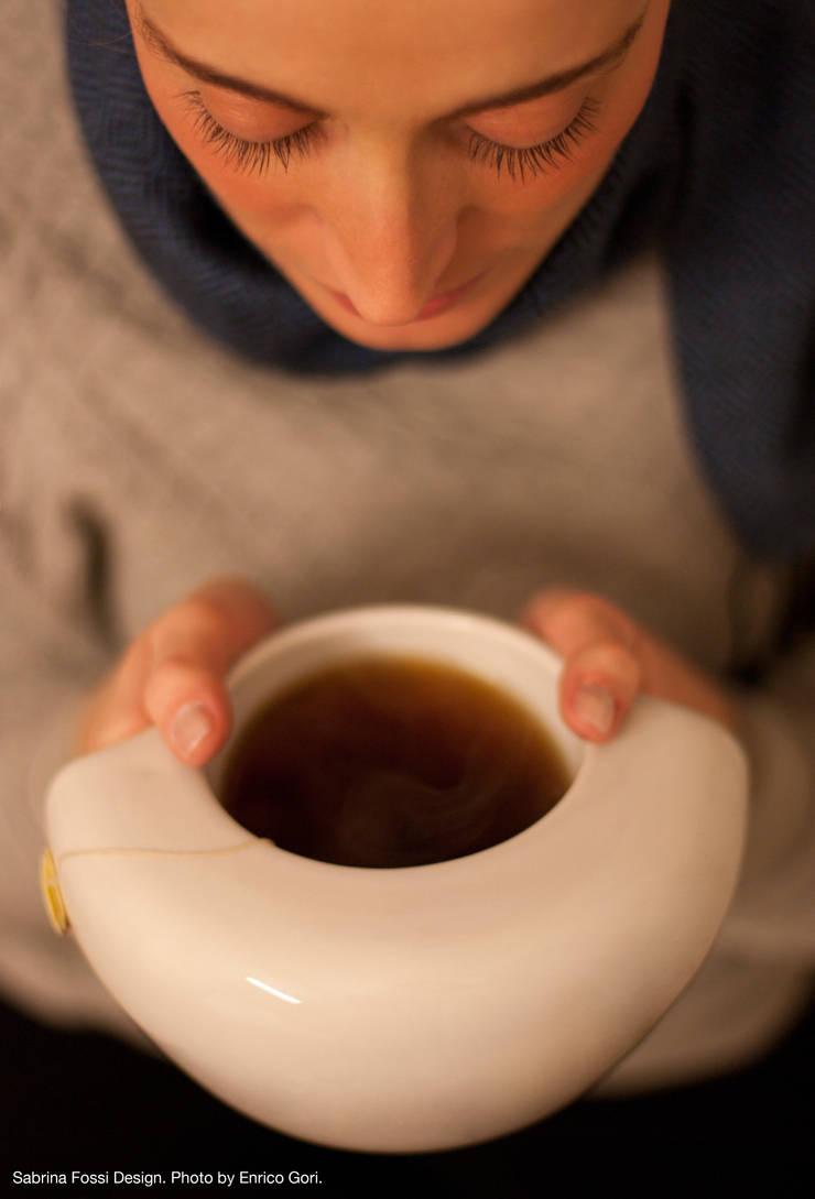 ToastyMUG - hand warmer mug: Cucina in stile  di Sabrina Fossi Design