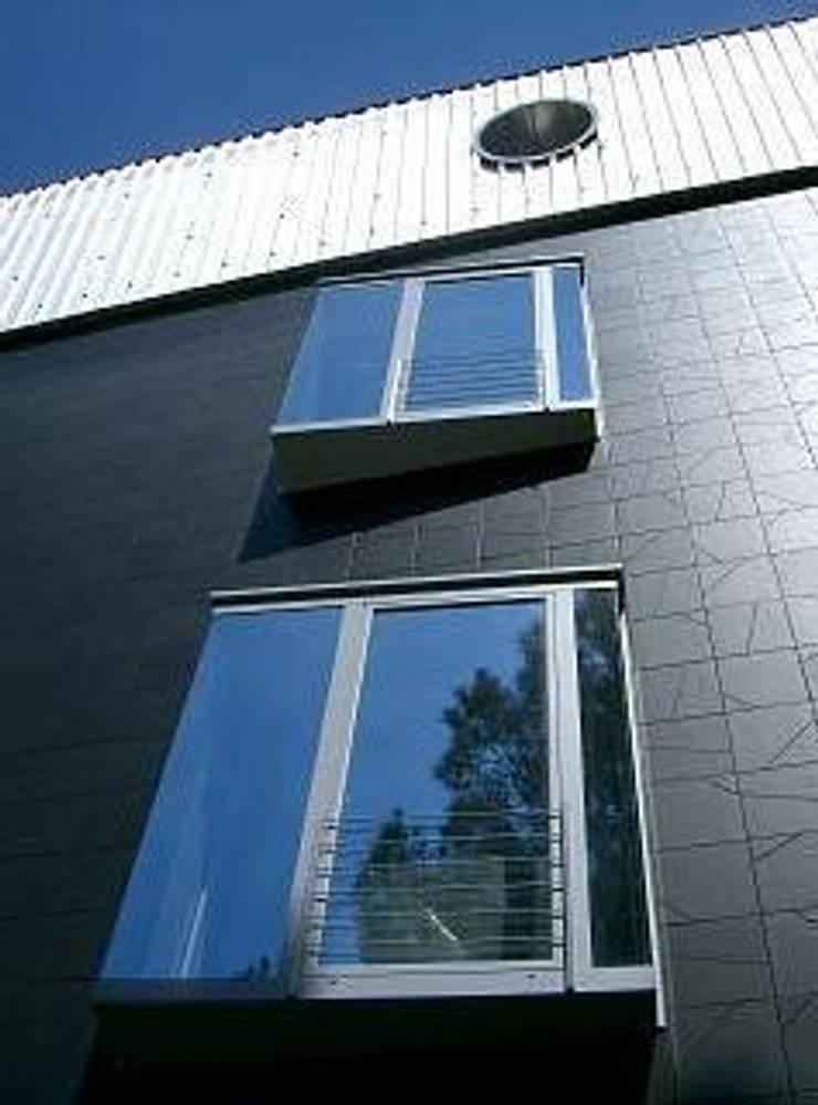 Black Hotel: Hotel in stile  di laboratorio di architettura - gianfranco mangiarotti, Minimalista