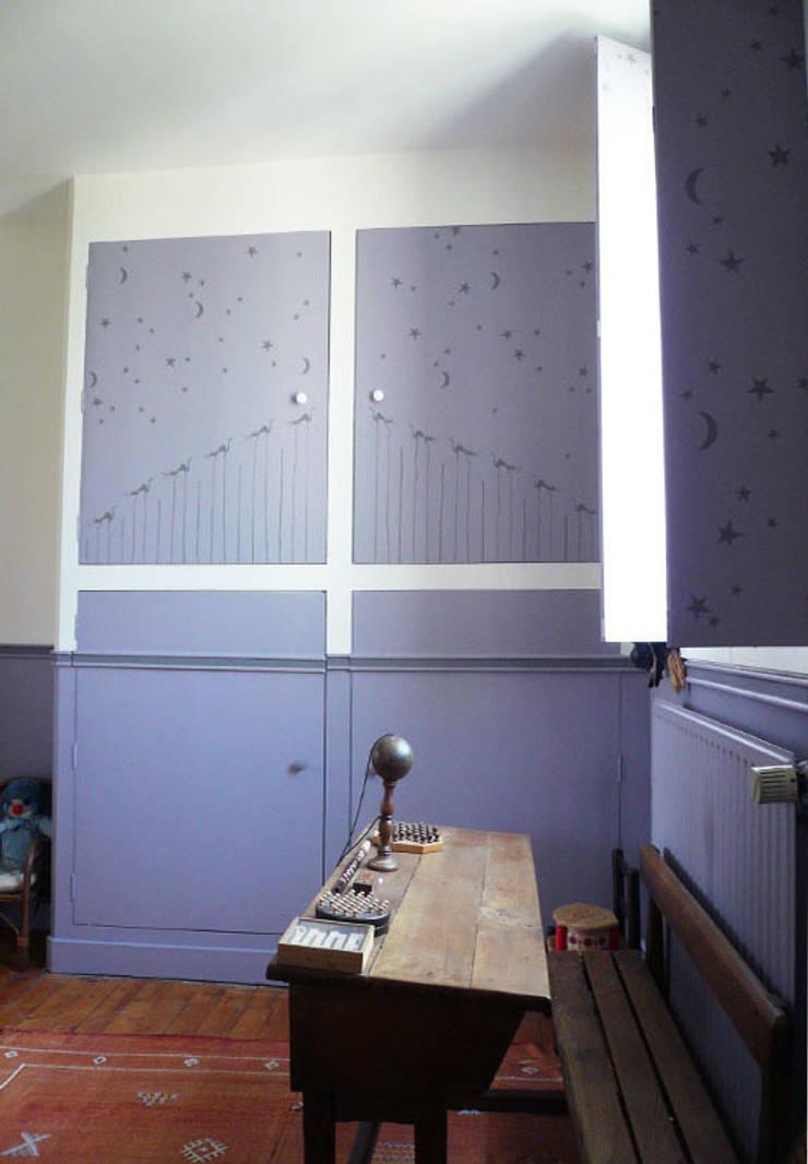 Chambre classique pour enfant: Chambre de style  par Delphine Gaillard Decoration