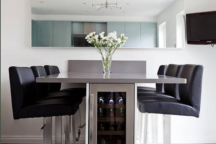 Kitchen Space—Cheltenham:  Kitchen by Hoch Bau Architecture