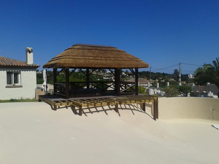 Poolside gazebo: Piscinas de estilo  de Cape Reed