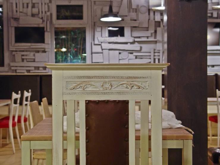 Il palco, gusto arte e incontri:  Caffè letterario in Venezia Mestre : Gastronomia in stile  di battistellArchitetti