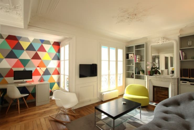 Appartement Parisien: Salle multimédia de style  par Camille Hermand Architectures