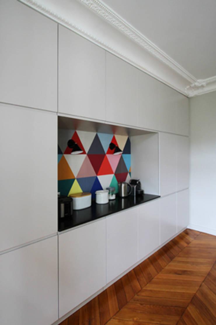 Cuisine et salle et manger : Salle à manger de style de style Minimaliste par Camille Hermand Architectures