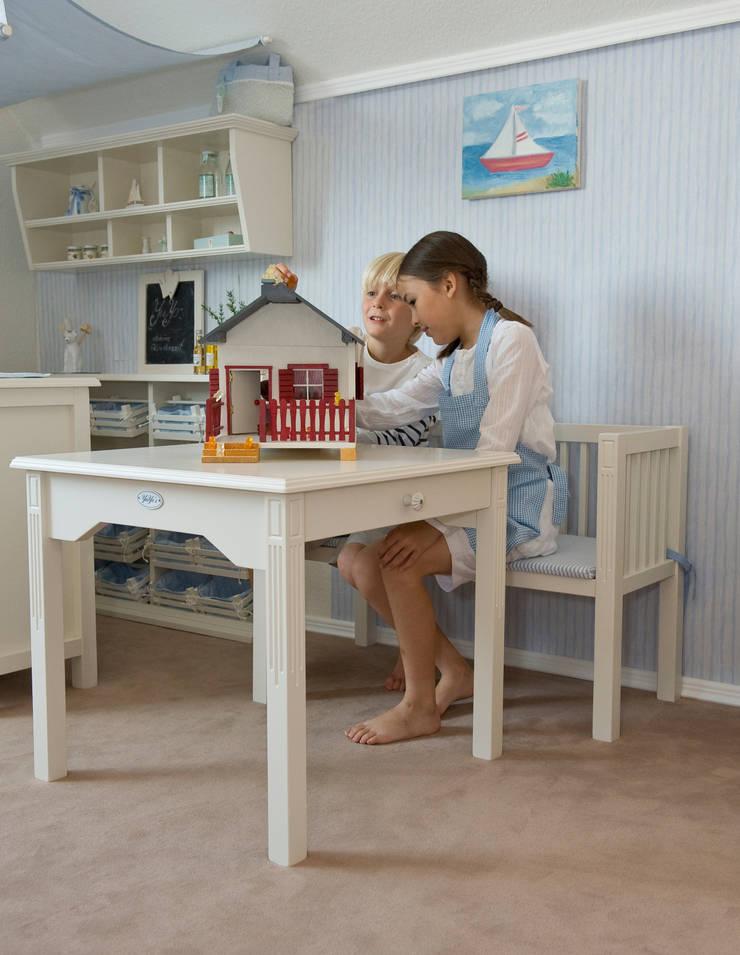 Dormitorios infantiles de estilo escandinavo de YUYO`s Schöne Kinderzeit Escandinavo