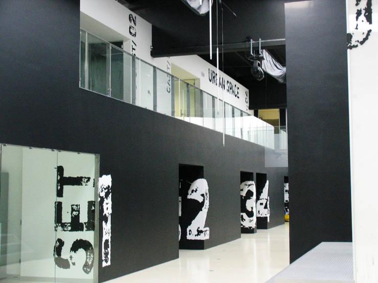 Urban space _ centro direzionale e di formazione: Complessi per uffici in stile  di battistellArchitetti