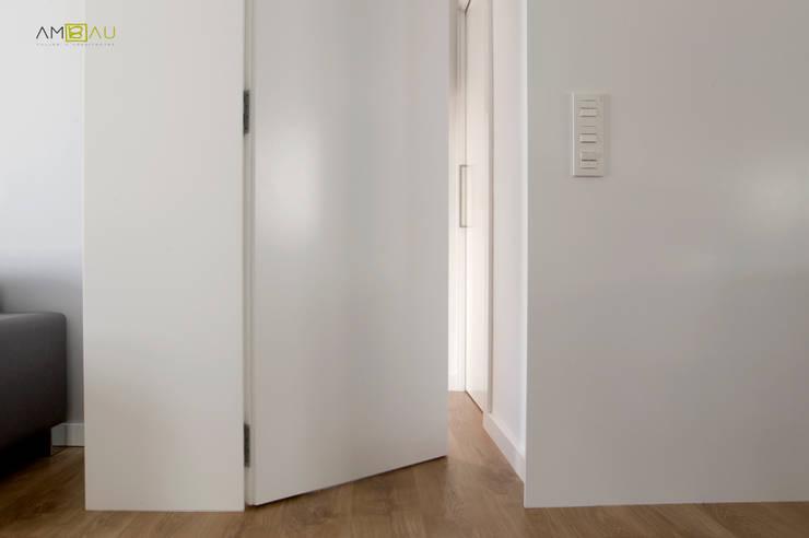 Couloir et hall d'entrée de style  par amBau Gestion y Proyectos, Éclectique