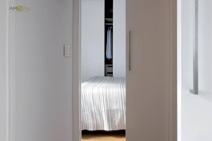 VIVIENDA EN RUZAFA: Dormitorios de estilo  de ambau taller d´arquitectes