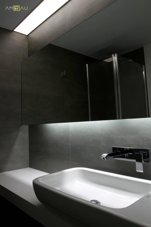 VIVIENDA EN RUZAFA: Baños de estilo  de ambau taller d´arquitectes