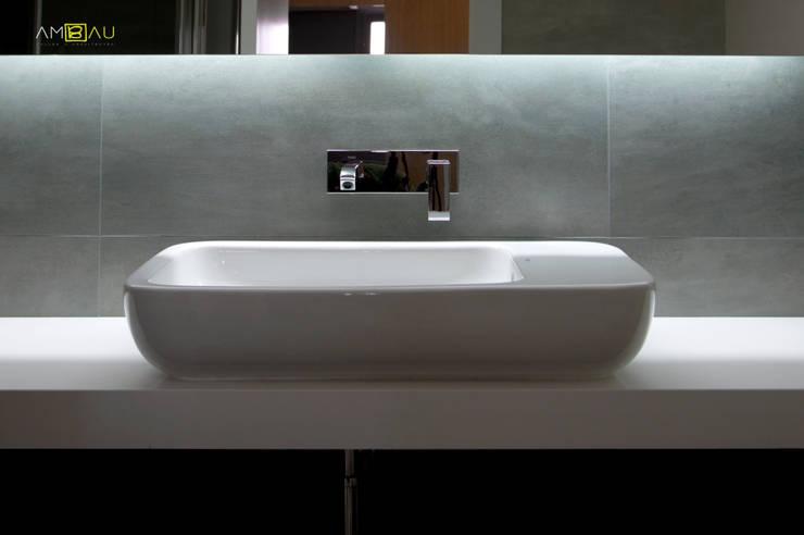 Casa de banho  por ambau taller d´arquitectes