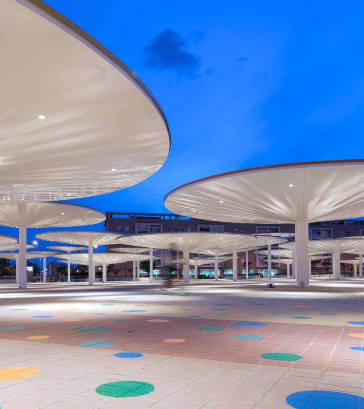 Balcones y terrazas modernos de ParedesPino arquitectos Moderno