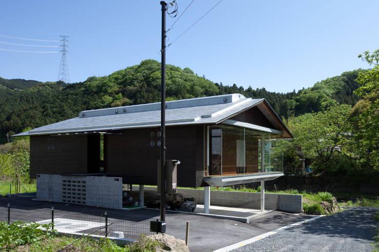 アプローチ: H2O設計室 ( H2O Architectural design office )が手掛けた家です。