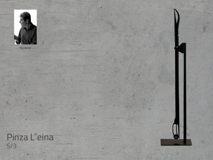 Mod. PINZA L´EINA: Salones de estilo  de DAE chimeneas