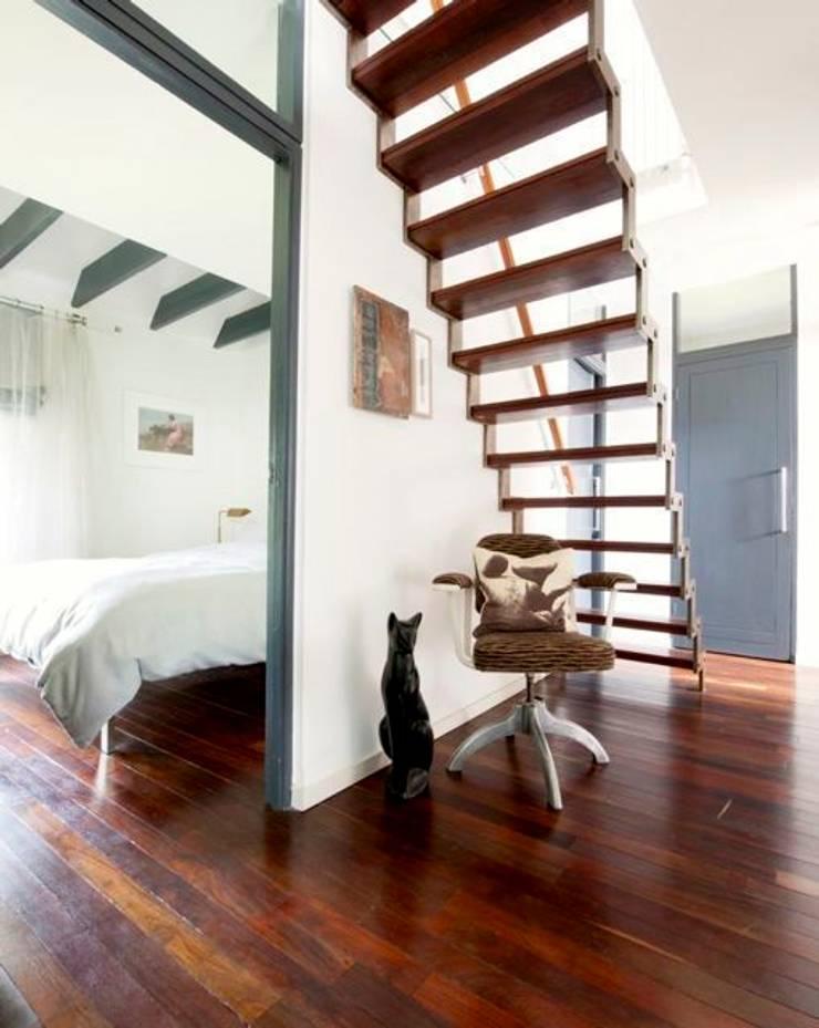 Modernist townhouse renovation & redesign:  Corridor & hallway by WALK INTERIOR ARCHITECTURE + DESIGN