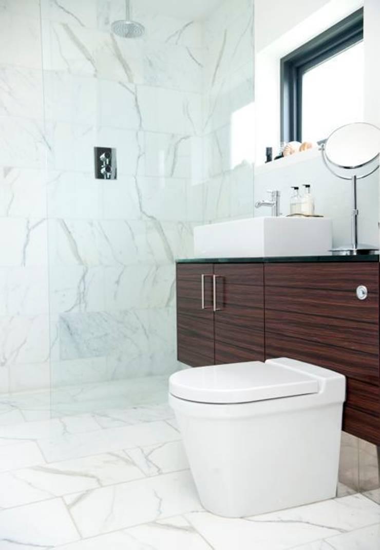 Modernist townhouse renovation & redesign:  Bathroom by WALK INTERIOR ARCHITECTURE + DESIGN