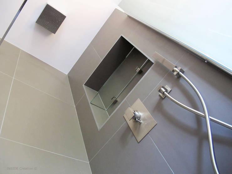 Plafonnier de douche: Salle de bains de style  par INSIDE Création