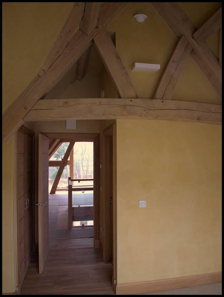 Oak Framed House:   by Edinburgh Contractor Ltd