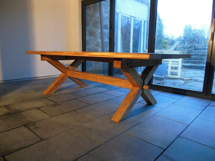 Oak tables:  Dining room by Edinburgh Contractor Ltd