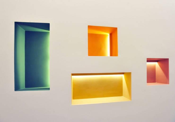 Interior Irsina_MATERA: Ingresso & Corridoio in stile  di B+P architetti