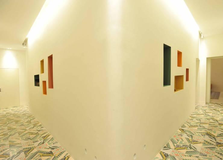 B+P architetti:  tarz Koridor ve Hol