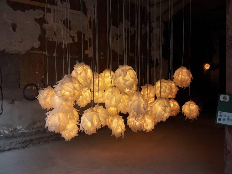 Illuminami al Fuorisalone 2012 Milano: Soggiorno in stile  di SeFa Design by nature,