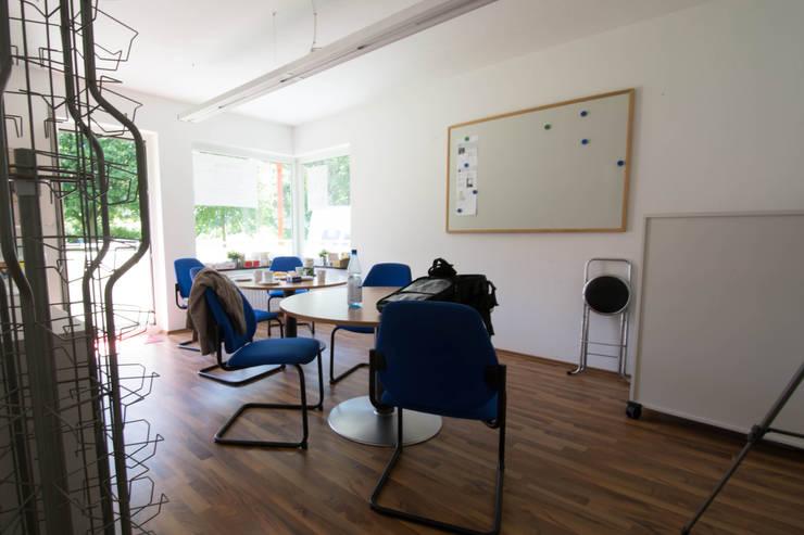 Salones de estilo moderno de Luna Homestaging Moderno