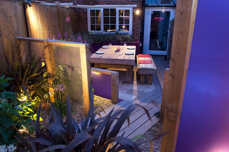 Party garden in Sevenoaks, Kent:  Garden by Earth Designs