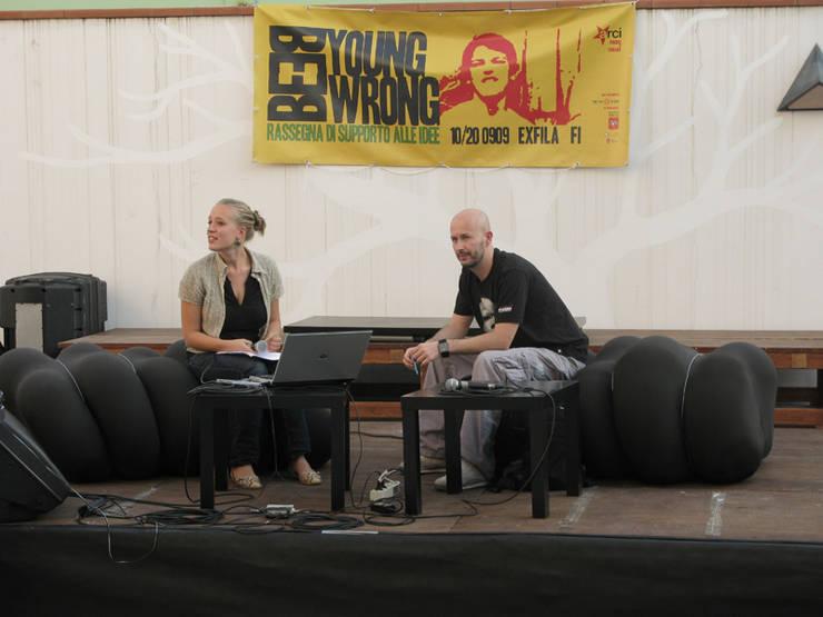 Worm Sofa: Soggiorno in stile  di SeFa Design by nature