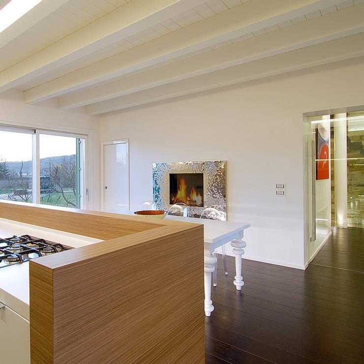 Arredamenti su misura realizzati da NIVA-line: Cucina in stile  di Ni.va. Srl