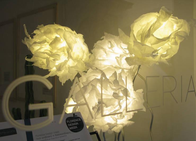 Lightgrown: Soggiorno in stile  di SeFa Design by nature