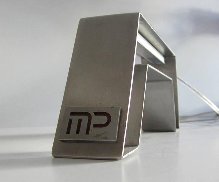 Lampada Tron: Studio in stile  di Studio MP