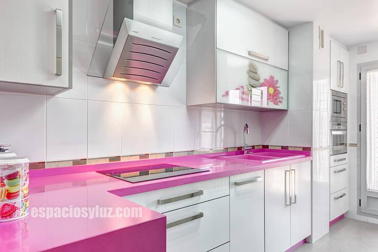 Cocina: Cocinas de estilo  de Espacios y Luz Fotografía