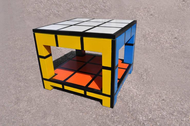 Rubik tavolino basso da fumo con cassetto: Soggiorno in stile  di Studio MP