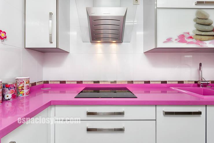 Küche von Espacios y Luz Fotografía