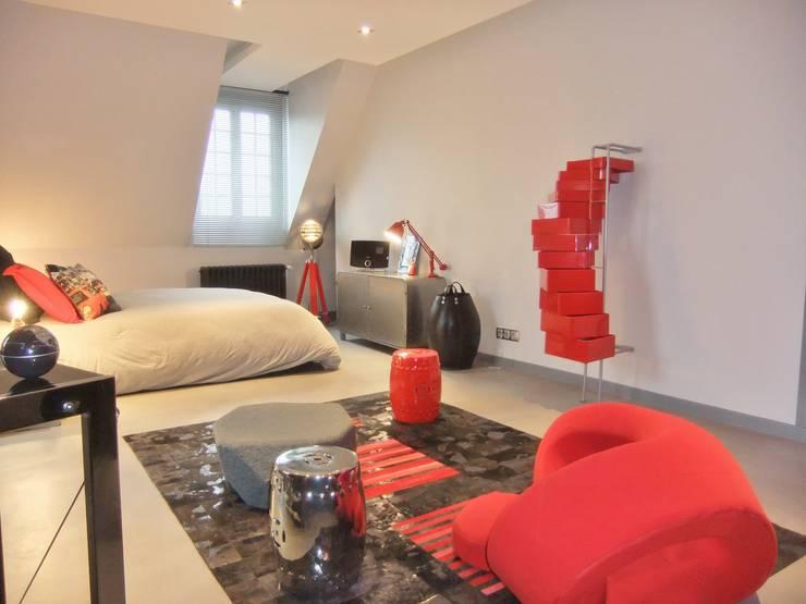 Vaste chambre dans un esprit loft New Yorkais: Salon de style  par HOME feeling
