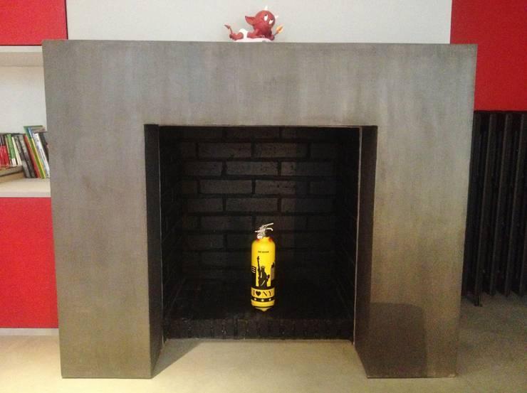 Rénovation de la cheminée: Salon de style  par HOME feeling