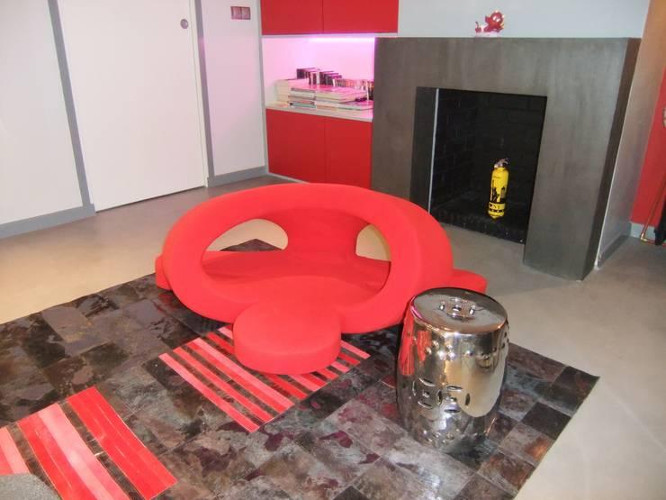 Rénovation de la cheminée: Salon de style de style Moderne par HOME feeling