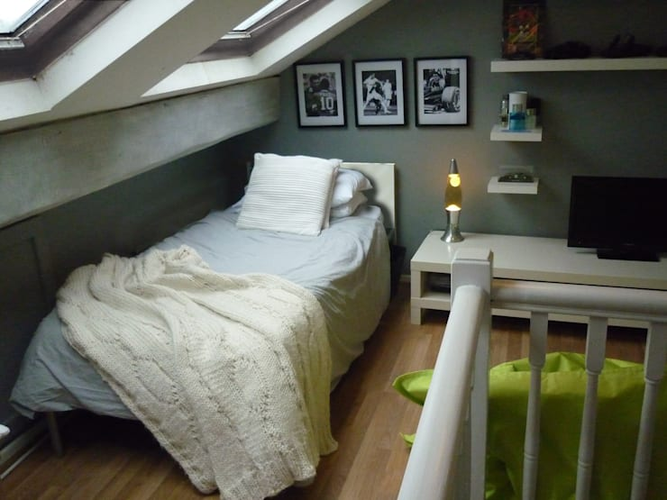 Attic Teen Bedroom:  Bedroom by The Interior Design Studio