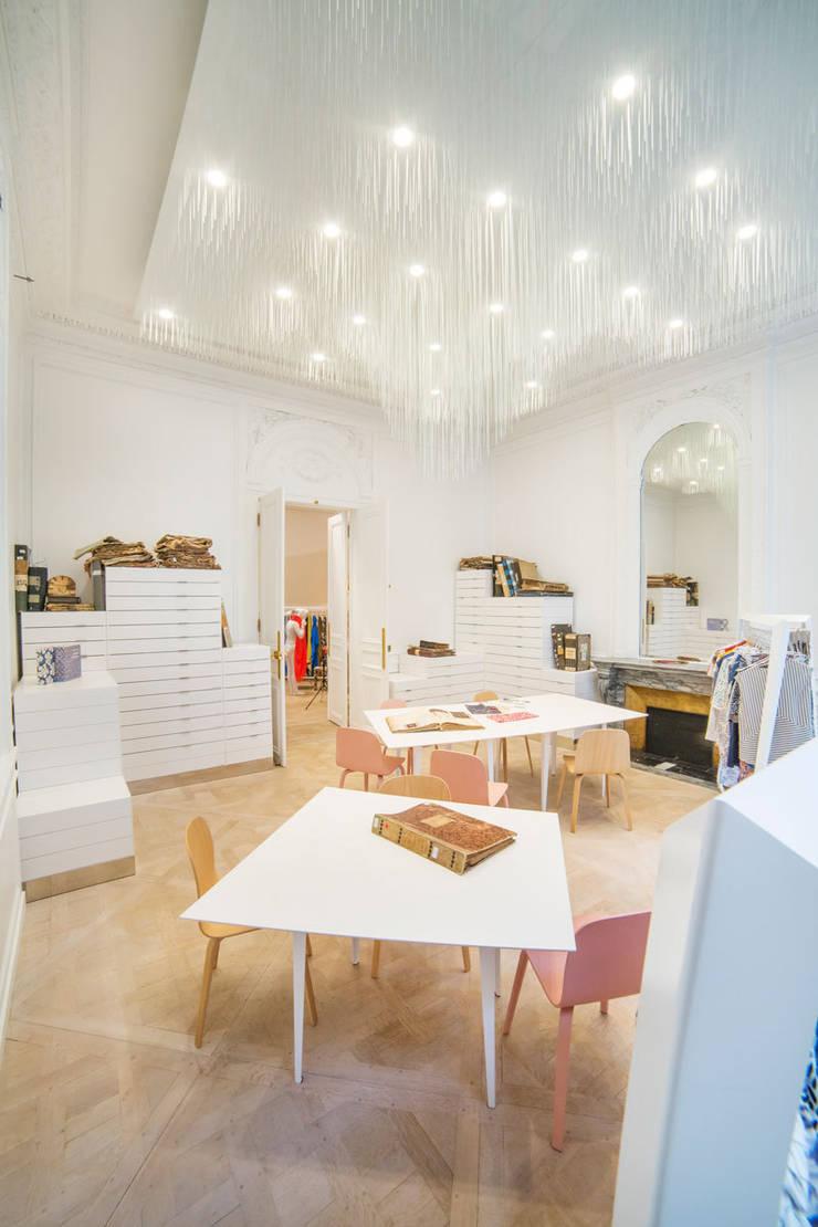 Volatilis: Locaux commerciaux & Magasins de style  par Coudamy architectures