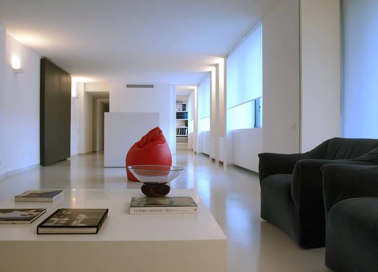 LOFT – BERGAMO: Case in stile  di SERGIO PASCOLO ARCHITECTS