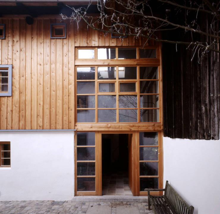 Südfassade Rustikale Häuser von Gabriele Riesner Architektin Rustikal