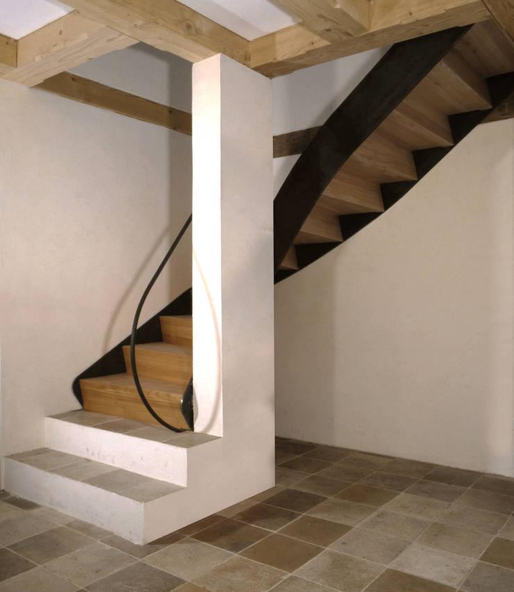 Pasillos, halls y escaleras rústicos de Gabriele Riesner Architektin Rústico