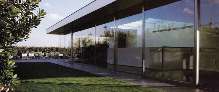ATTICO CON GIARDINO - MILANO: Case in stile  di SERGIO PASCOLO ARCHITECTS