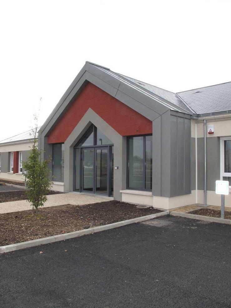 Bureaux 350 M2 - Projet neuf - Hall d'accueil , Salles de réunion et salle de détente: Bureau de style  par Interieurs Autrement