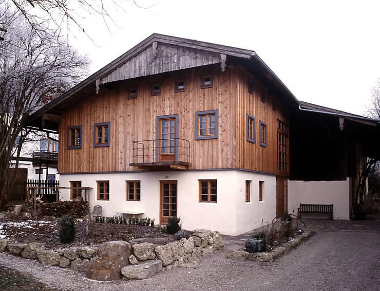 Südwestfassade:  Häuser von Gabriele Riesner Architektin