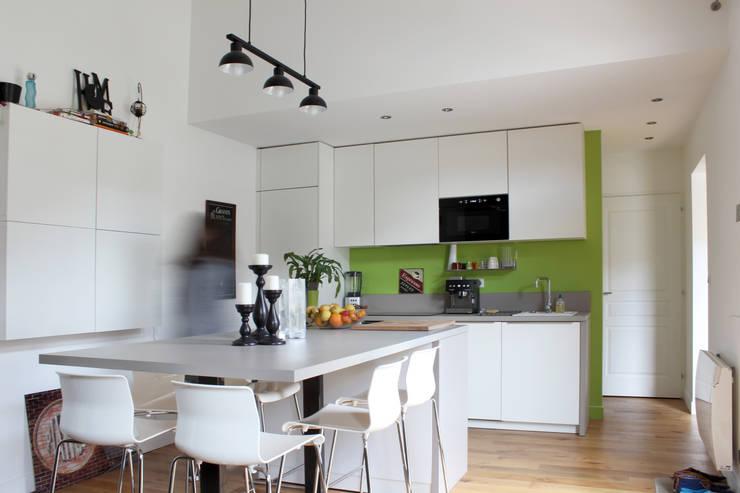 Cuisine: Maisons de style de style Moderne par BIENSÜR Architecture
