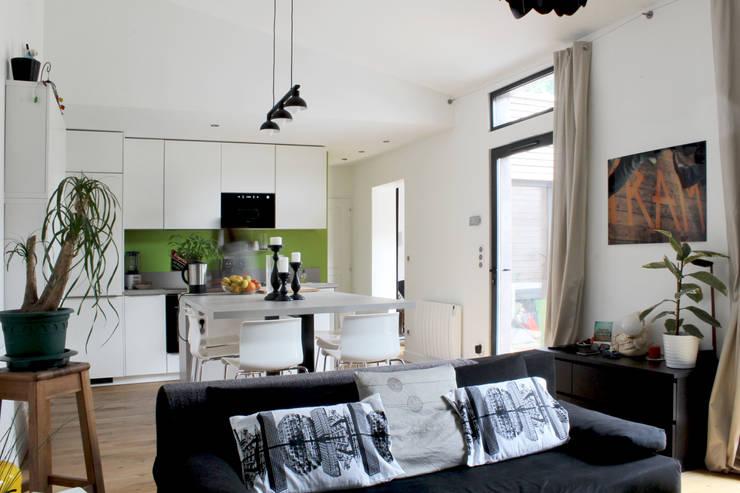 Pièce à vivre: Maisons de style de style Moderne par BIENSÜR Architecture