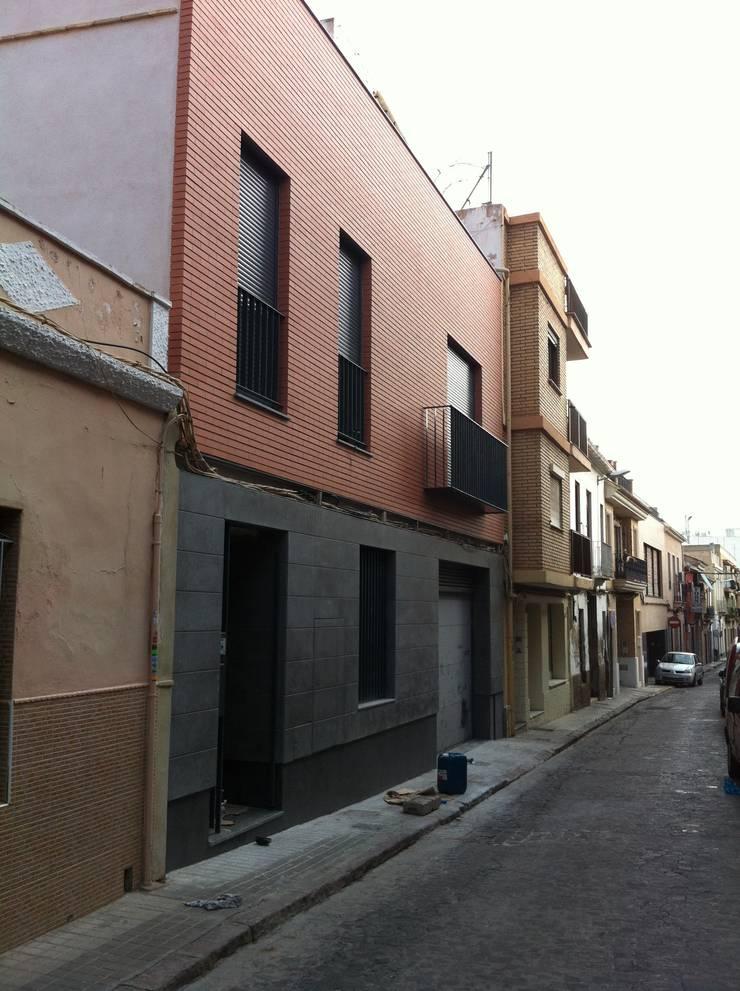 Fachada en construcción: Casas de estilo  de miguel cosín