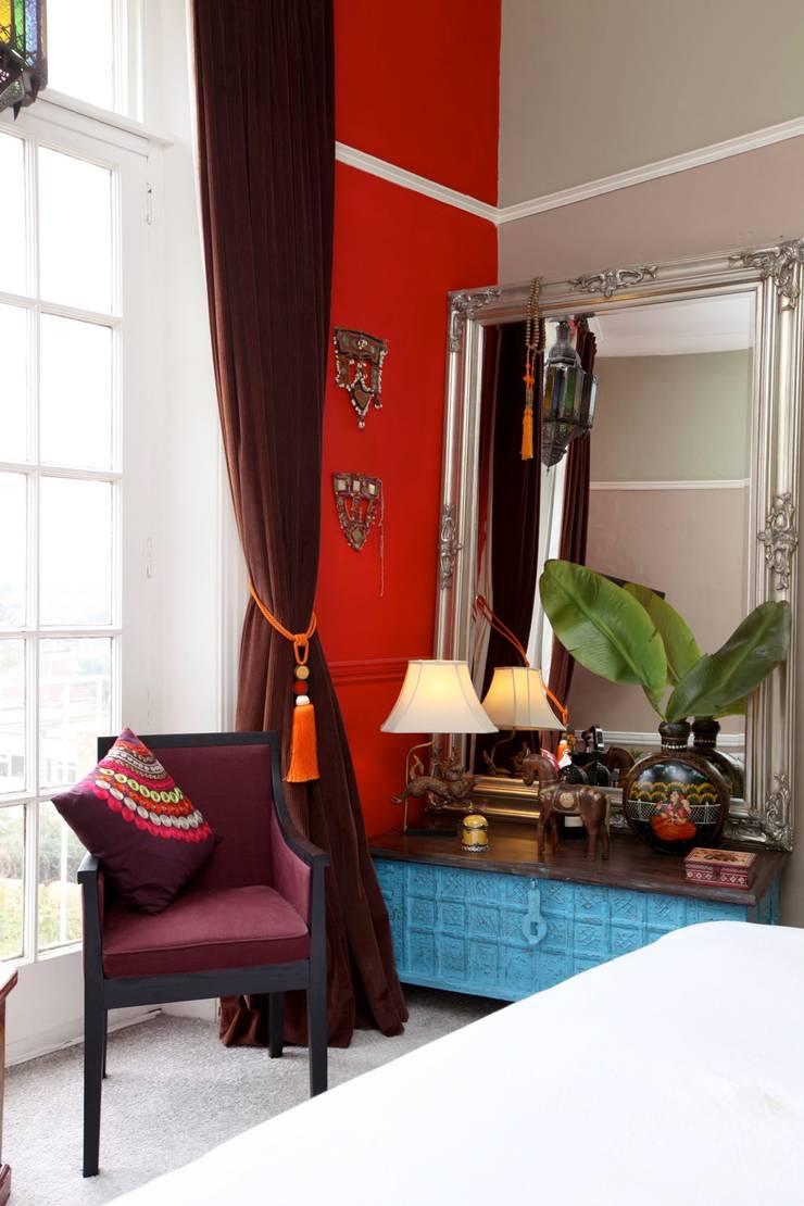 Bedroom :  Living room by Studio D. Interiors